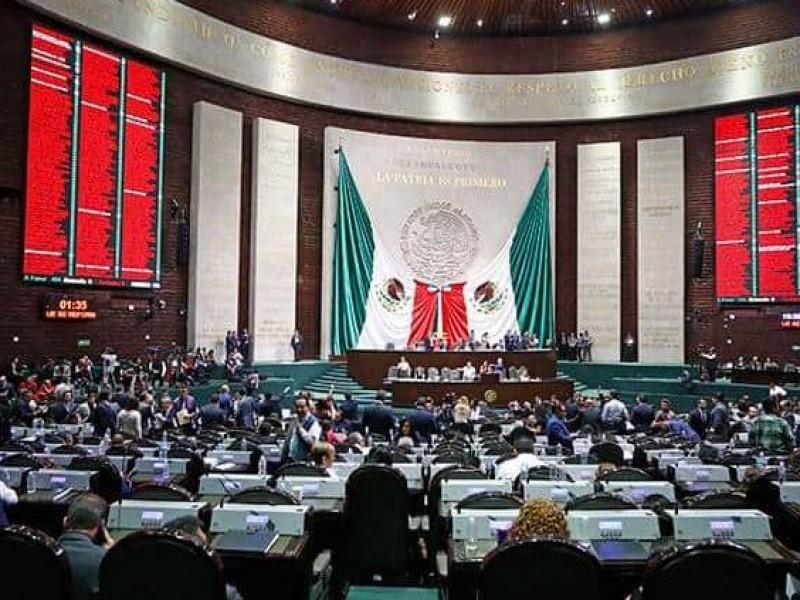 Legisladores de oposición se enfrentan a un régimen populista: PAN