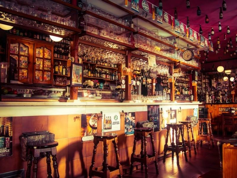 Lenta reactivación económica de bares y cantinas