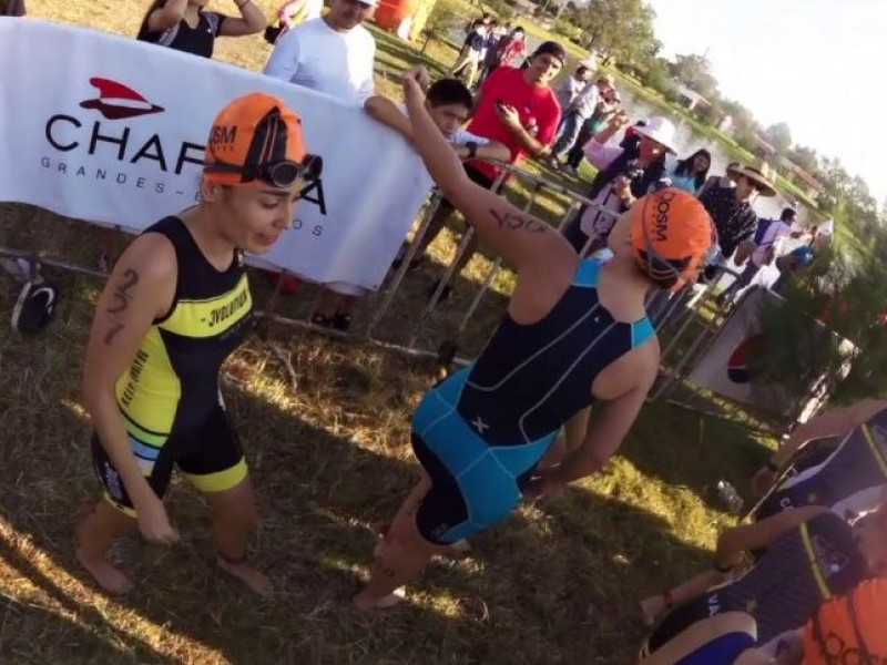Leonardo Saucedo y Jesica Romero ganan Triatlón Chapala
