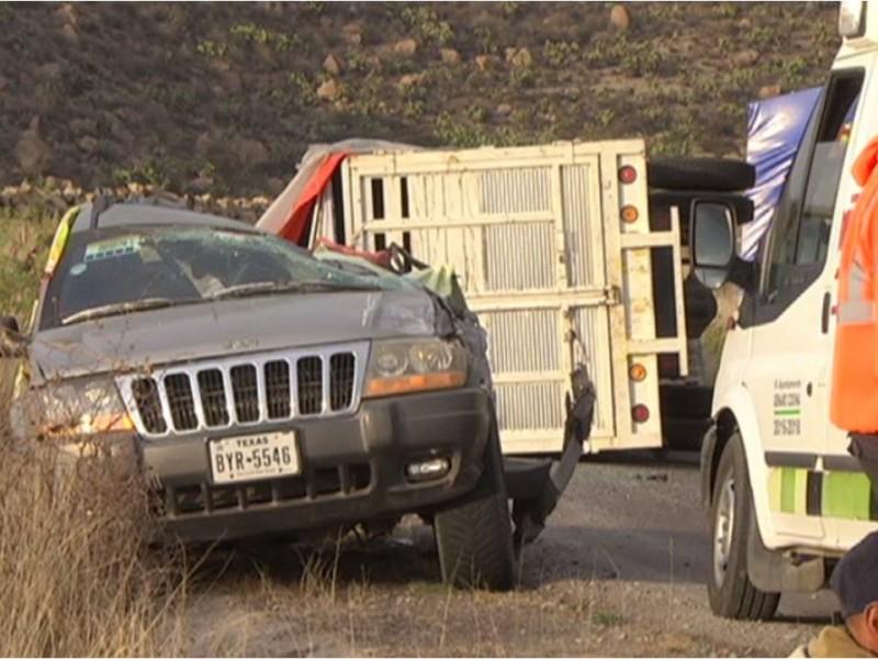 Les cae encima camioneta, muere mujer