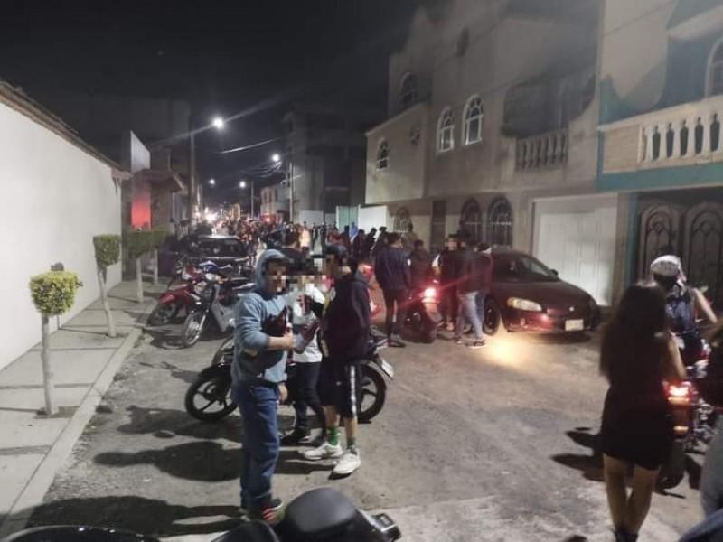 Clausuran fiesta a 300 jóvenes en Texmelucan, Puebla