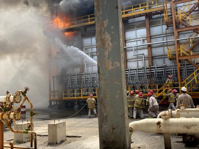 Lesionado de gravedad por incendio en refinería de Salina Cruz