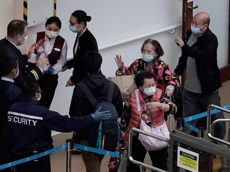 Levantan cuarentena a tripulantes aislados en crucero en Hong Kong