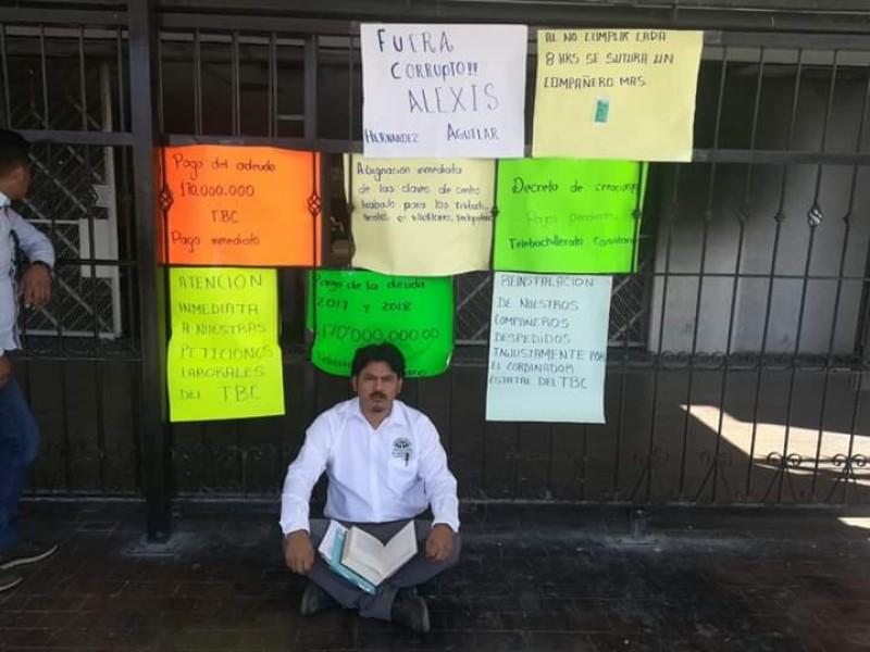 Levantan huelga de hambre docentes