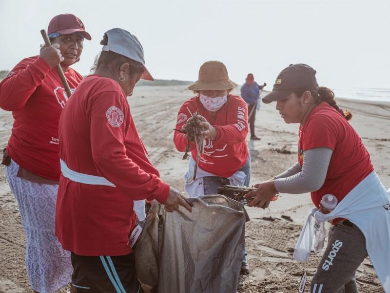 Levantan una tonelada de basura en Puerto Arista