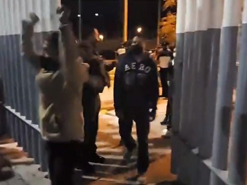 Liberan a los 23 normalistas detenidos