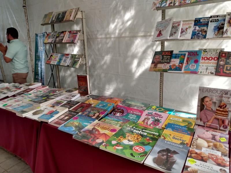 Librerías se resisten a bajar cortinas