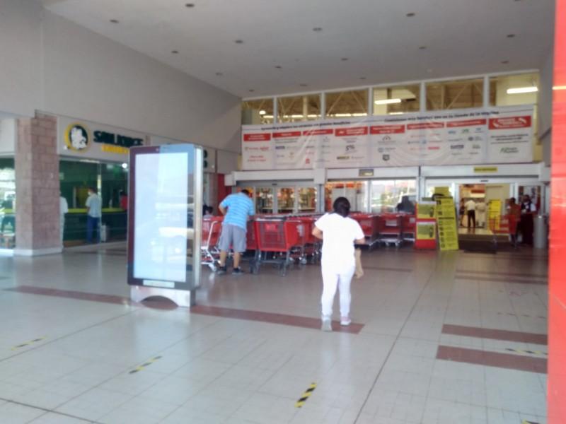 Prohíben entrada a menores de 12 años a centros comerciales