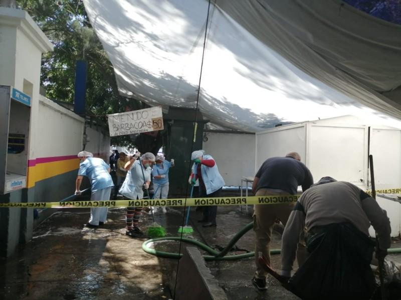 Limpian alrededores de hospital Civil en Morelia