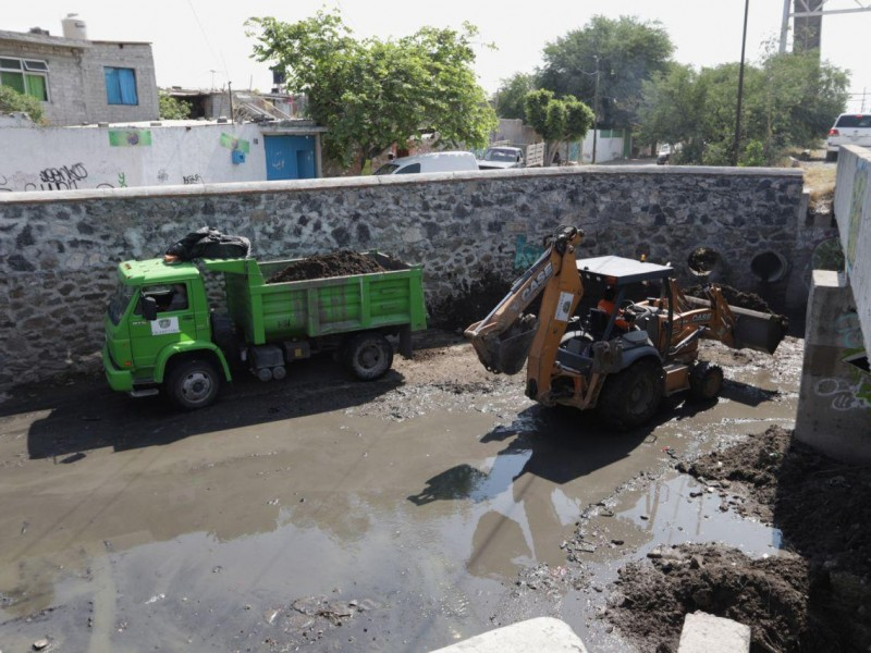 Limpian drenes de la capital previo a temporada de lluvias