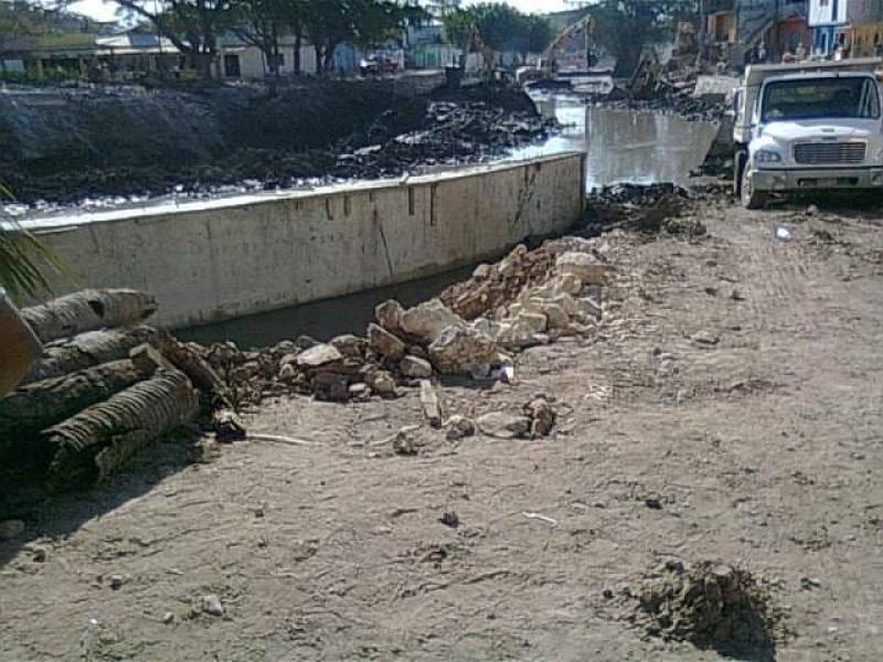 Limpian márgenes del río sabinal