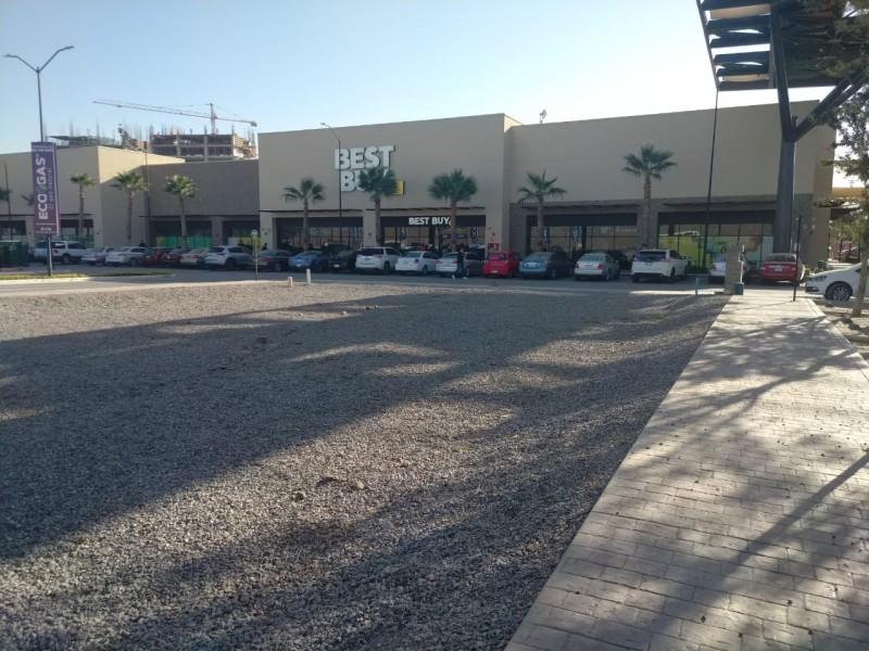 Liquidación provoca cierre de Best Buy Torreón por aglomeraciones