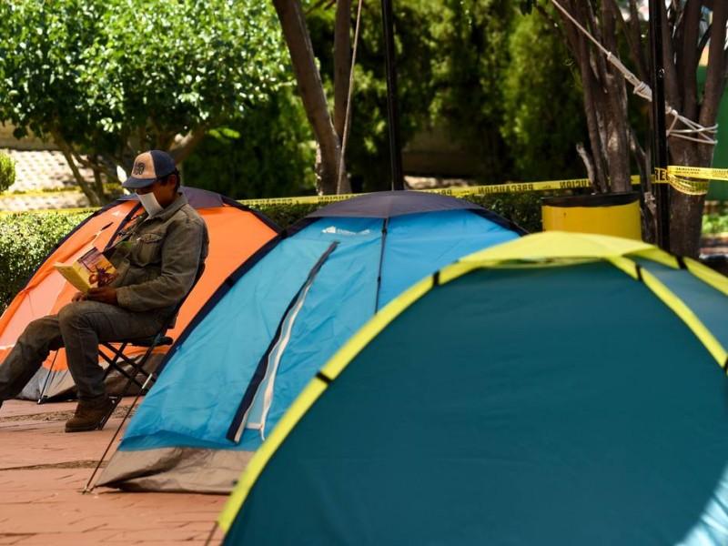 Lista de espera para ingresar al albergue del parque alcanfores