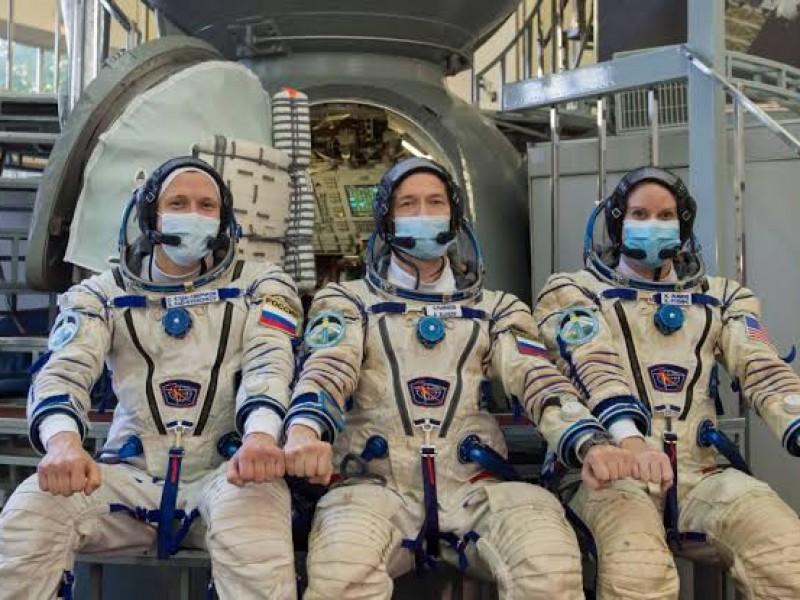 Lista tripulación que realizará primer película grabada en el espacio
