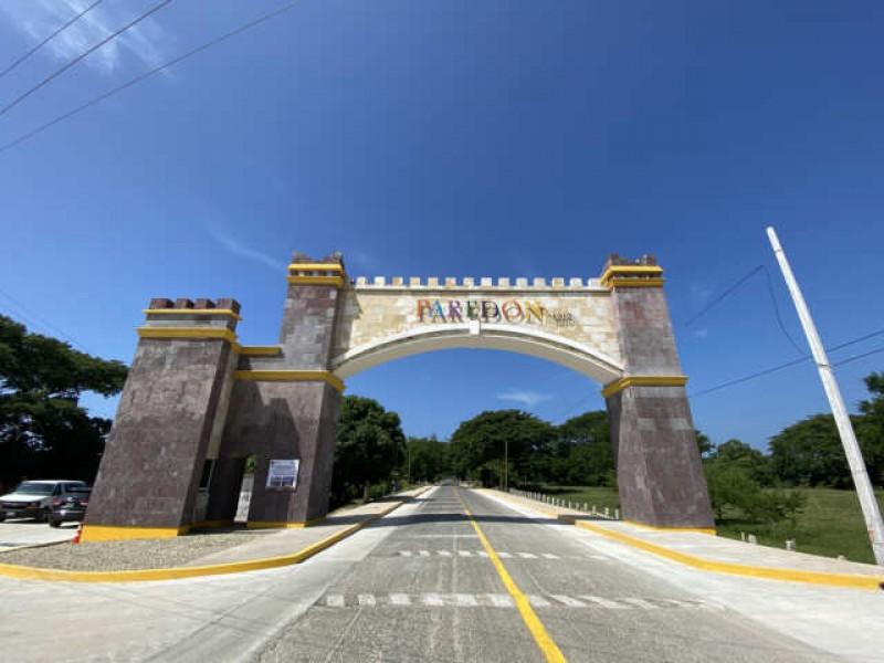 Listo acceso principal en Bahía de Paredón