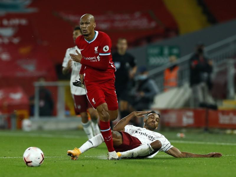 Liverpool mantiene el invicto al derrotar al Arsenal 3-1