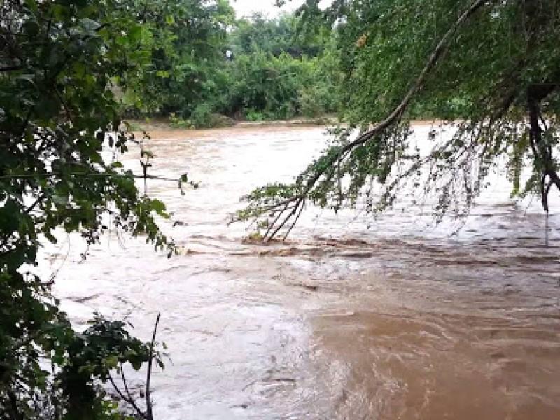 Llama a  evitar cruce de ríos y arroyos