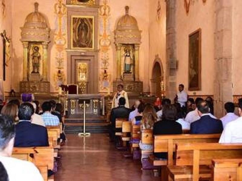 Llama Iglesia a quedarse en casas por COVID-19