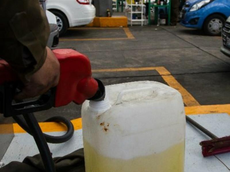 Llaman a evitar almacenar gasolina en garrafones
