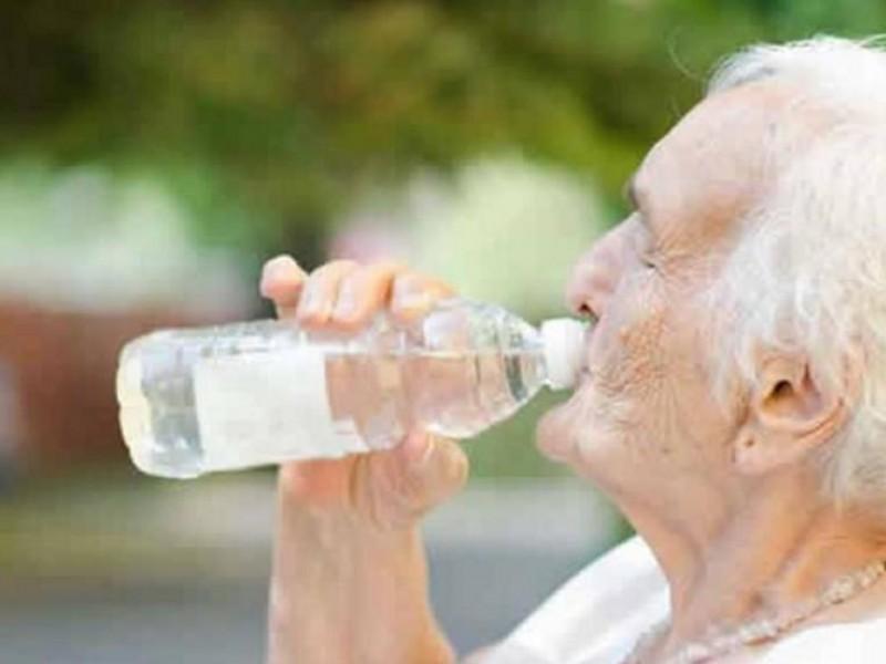Llaman a evitar golpes de calor en adultos mayores