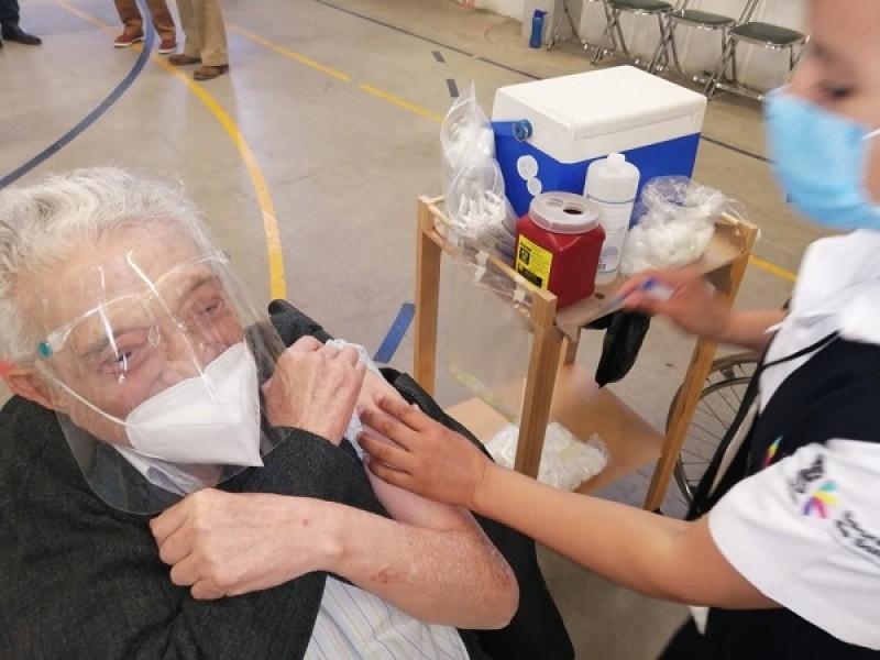 Llegan a México vacunas Sinovac, siete municipios michoacanos la esperan