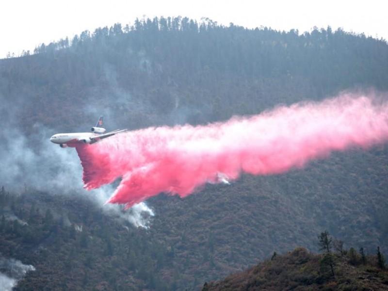 Llega avión DC-10 para combatir los incendios de Nuevo León
