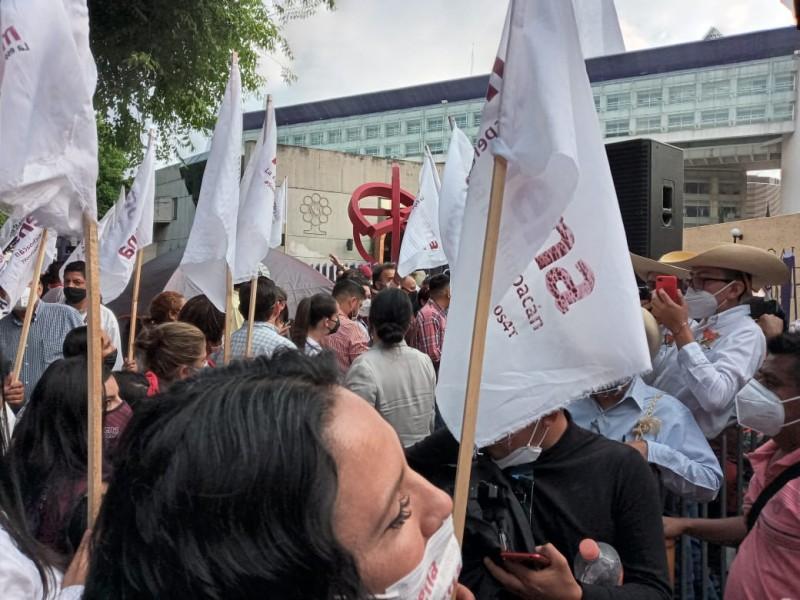 Llega caravana de Félix Salgado al INE