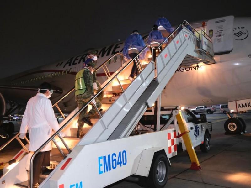 Llega otro avión con insumos a México