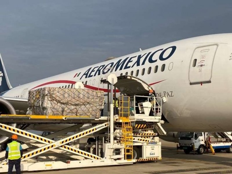 Llega quinto vuelo con insumos médicos traídos de China