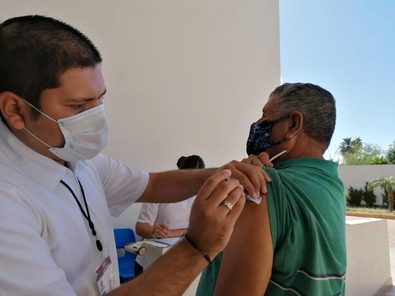 Llega vacuna de la influenza en centro de salud urbano