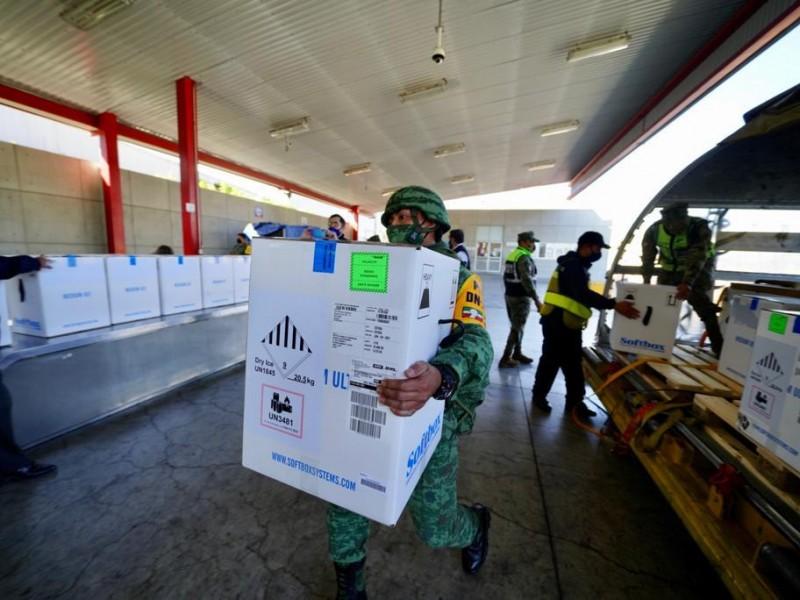 Llegan 487 mil vacunas de Pfizer a México