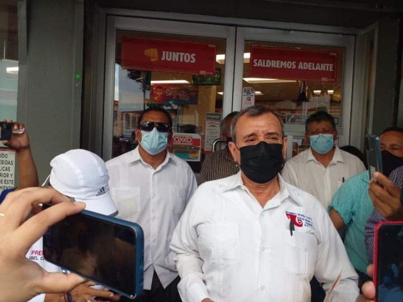 Llegan a acuerdos transportistas y autoridades; suspenden protestas