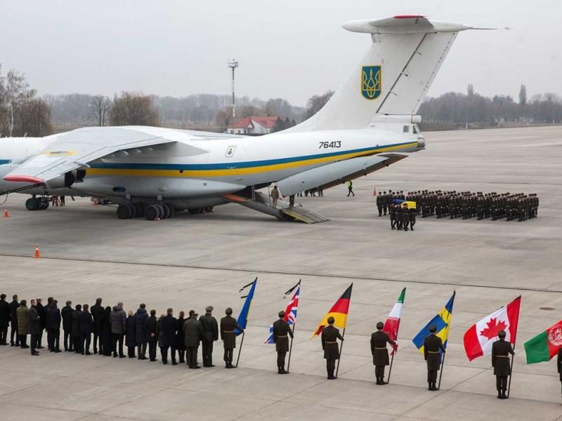 Llegan a Ucrania restos de víctimas de avión