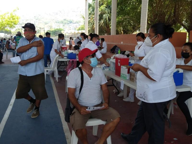 Llegan a Zihuatanejo, vacunas anticovid sobrantes de otros municipios