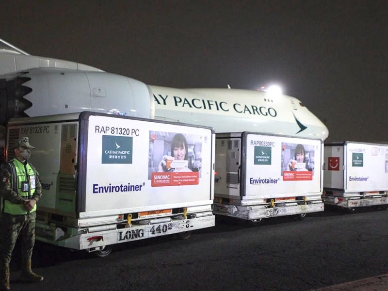 Llegaron a México 500 mil vacunas Sinovac