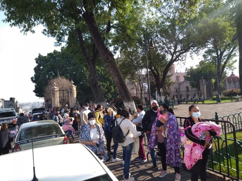 Llegaron vacunas Bcg a Morelia, hacen largas filas para conseguirla