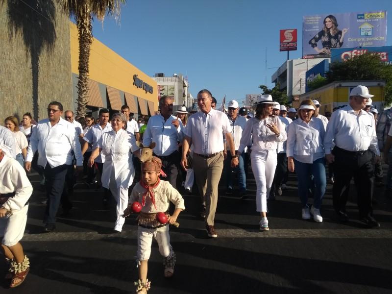 Llevan a cabo desfile por La Paz :DIF