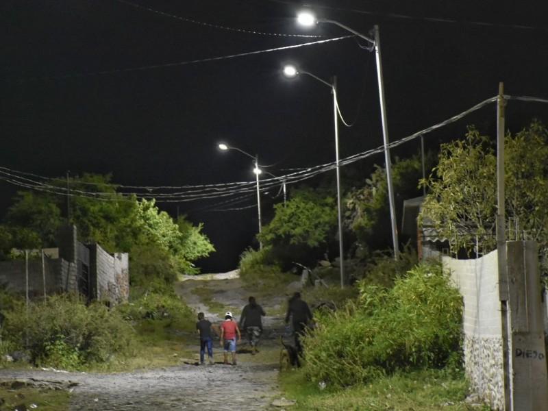 Llevan alumbrado público a comunidades de Corregidora