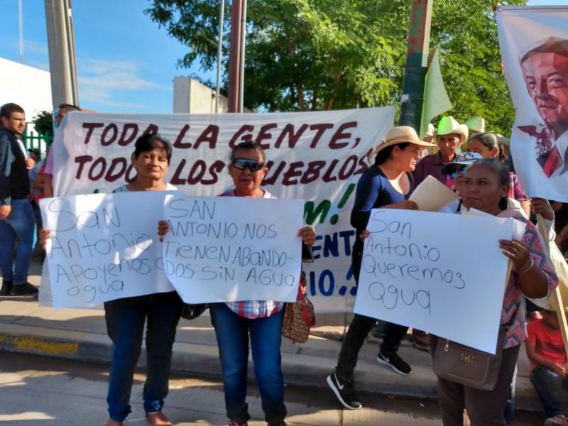 📷 Llueven demandas y peticiones a AMLO