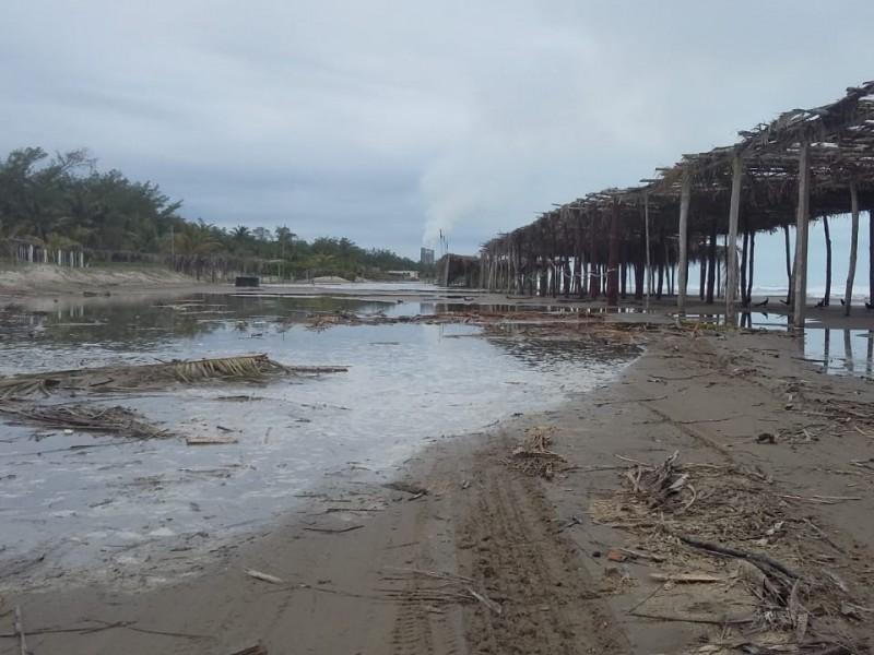 Lluvia deteriora accesos de playa