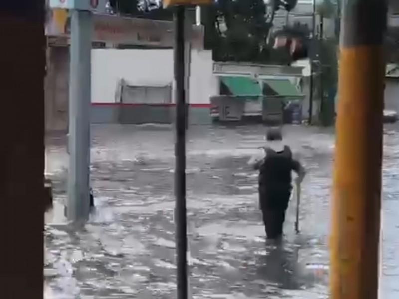 Lluvia matutina deja inundaciones y estragos en la ciudad