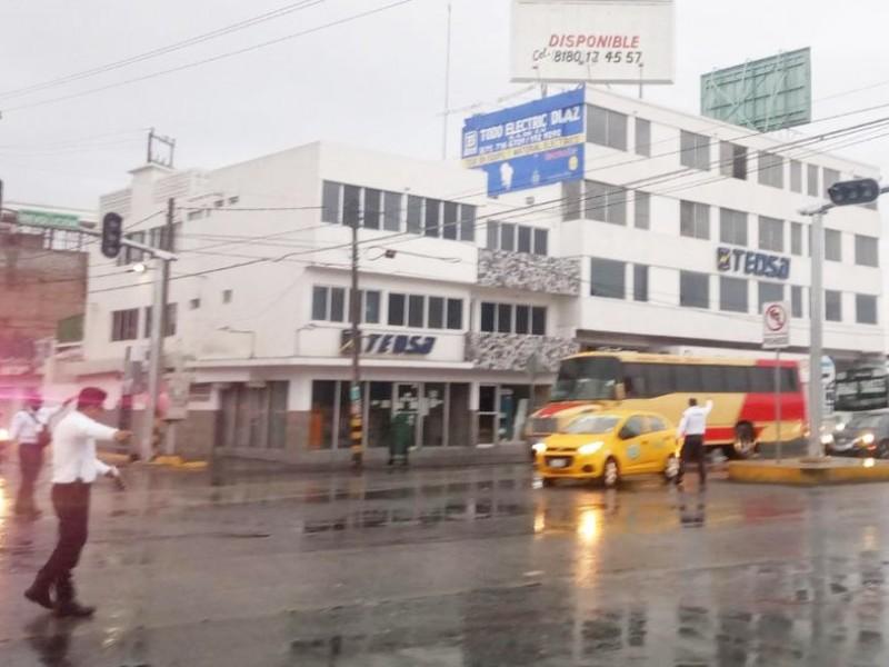 Lluvia provoca cortes de electricidad y tránsito lento en Torreón