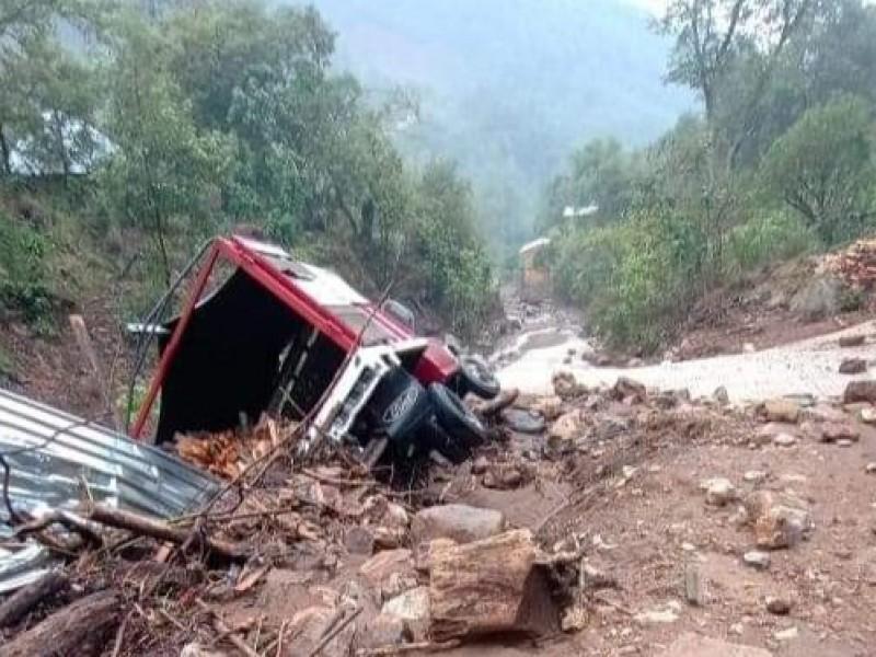Lluvia provoca desbordamiento de arroyos en Zimatlán; deja afectaciones