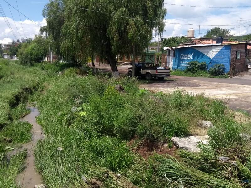 Lluvia provoca desbordamiento de canal en comunidad zamorana
