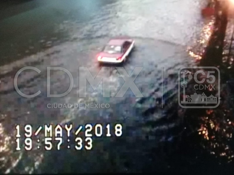 Lluvia provoca encharcamientos en vialidades de la CDMX
