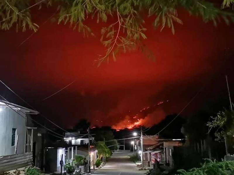 Lluvia sofoca fuerte incendio en Villacorzo