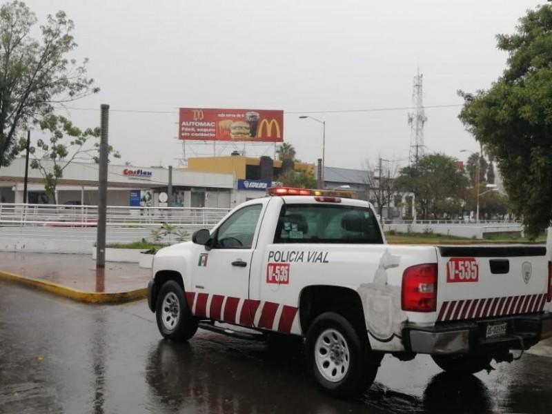 Lluvia vespertina deja inundaciones y cierres viales