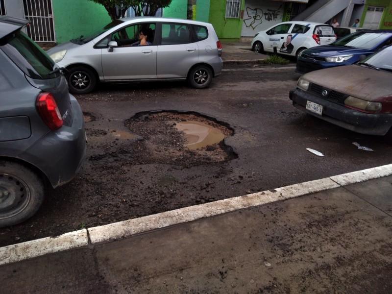 Lluvias afectan el pavimento de vialidades