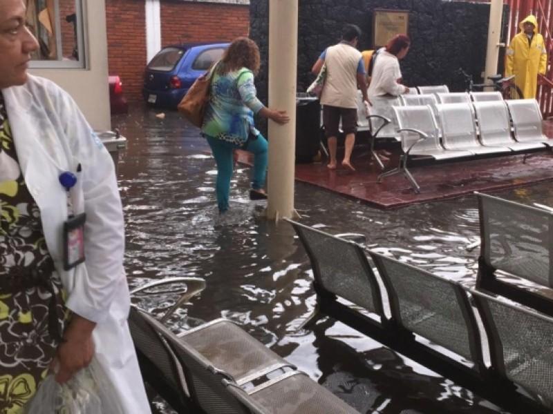 Lluvias afectan hospital de Ticomán