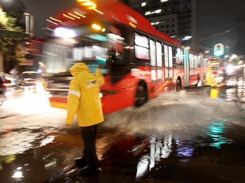 Lluvias afectan línea 3 del Metro y Metrobús
